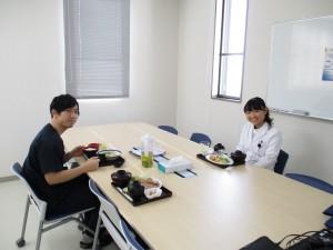 研修医室で昼食